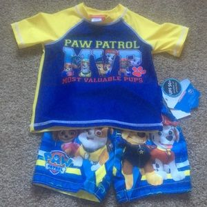 2T Paw Patrol swim trunks & rash guard